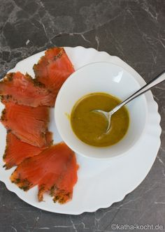 Graved Lachs mit Honig-Senf Sauce - katha-kocht!