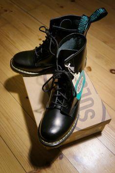 Original 8 Eyelet Black Boot