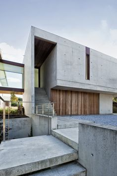 Contemporary | clean | lines | shuttered concrete | wood | floating | cantilever || House Wiva by Oyo