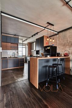 8 Ways to do a Semi-Open Kitchen in your HDB: A raised counter such as a breakfast or bar counter, w Kitchen Bar Counter, Bar Counter Design, Kitchen Stools, Kitchen Flooring, Semi Open Kitchen, Open Concept Kitchen, Restaurant Design, Restaurant Restaurant, Closed Kitchen Design