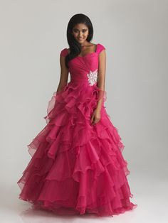 Officially my dream dress. Wait! It would be my dream dress if it was blue..maybe aqua?