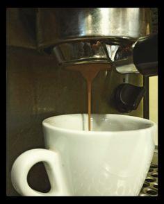 Deja fluir tu ideas con una taza del mejor café.  Comparte disfruta y deléitate en #AromaDiCaffé tu lugar de encuentro.  Conócenos en el C.C. Metrocenter pasaje colonial. #CoffeeLovers #CoffeeMoments #CoffeeTime #Coffee #InstaCoffee #Café #Caracas #BuscandoElCafé #AromaDiCaffé #MomentosAroma #SaboresAroma