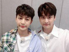 Chanwoo and Yunhyeong look so much like twins here! Chanwoo Ikon, Kim Hanbin, Ikon Songs, Ikon Debut, Ikon Kpop, Ikon Wallpaper, My Wife Is, Btob