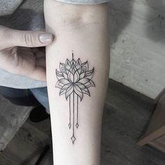 Прекрасная работа от @dasha_sumtattoo Записаться и задать вопросы можно здесь: sum-ttt@yandex.ru By @dasha_sumtattoo Mail to sum-ttt@yandex.ru to make an appointment #sashatattooingstudio #tattoo #lotus #blackwork