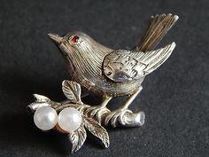 Sweet-Vintage-Brooch-Bird-with-pearls