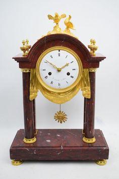Portaluhr Pendule Kaminuhr Griotte Marmor feuervergoldete Bronze Directoire 1797