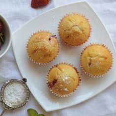 Recept na jahodové muffiny krok za krokem - Vaření.cz Cupcakes, Breakfast, Food, Morning Coffee, Cupcake Cakes, Essen, Meals, Yemek, Cup Cakes