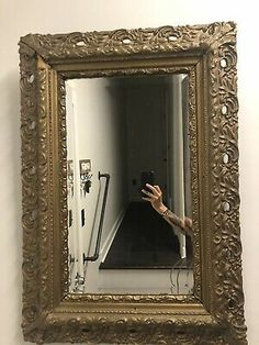 Victorian Wall Mirrors, Victorian Picture Frames, Victorian Pictures, Ornate Mirror, Vintage Frames, Gold Frame Wall, Frames On Wall, Photo Wall Hanging, Bubble Pictures