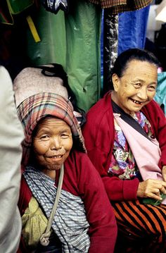 Khasi Women in Meghalaya, North East India Shillong, Northeast India, Unity In Diversity, Indian People, Tribal People, People Of The World, Incredible India, Pakistan, Roots