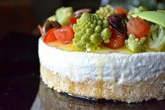 La creatività e i suoi colori: Cheesecake salata con cavolo romano. pomodorini e olive taggiasche