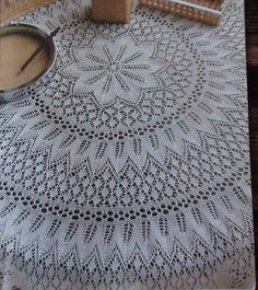 Deeply in love with this table cloth but I don't know how to make this🙁 Peacock Crochet, Crochet Doily Rug, Free Crochet Doily Patterns, Crochet Tablecloth, Lace Patterns, Thread Crochet, Baby Knitting Patterns, Lace Knitting, Knitting Stitches