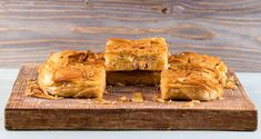Ham and cheese pie with bechamel sauce by Greek chef Akis Petretzikis. A super delicious cheese pie with ham and bechamel sauce between crunchy phyllo dough! Cheese Pies, Ham And Cheese, Bechamel Sauce, Phyllo Dough, Greek Recipes, Yummy Food, School Lunch, Lunch Ideas, Pie