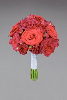 Vera Wang is extending her bridal kingdom into the world of flowers: floral collection, wedding flowers