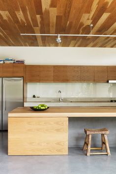The kitchen's four metre-long island bench Words and Styling: Karen Cotton ...