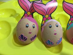 Mermaid. Sirenas. Manualidad. Huevos de pascua. Huevos decorados. Cool Easter Eggs, Easter Egg Crafts, Easter Bunny, Beach Crafts, Diy Crafts For Kids, Confetti Eggs, Easter Egg Designs, Easter Parade, Diy Easter Decorations