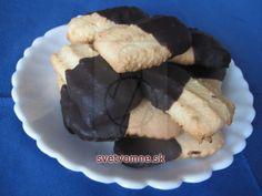 Čajové pečivo • Recept | svetvomne.sk Sweet Recipes, Deserts, Pudding, Cookies, Breakfast, Drinks, Blog, Basket, Schokolade