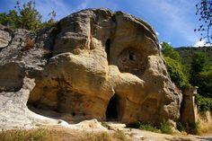 Ermita rupestre de Arroyuelos. Valderredible. (Cantabria). Mount Rushmore, Carving, Mountains, Landscape, Stone, Nature, Travel, Around The Worlds, Paths
