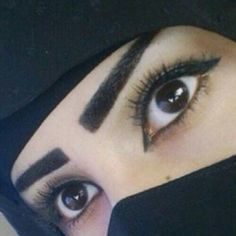 Inspiration for drawing Pretty Eyes, Cool Eyes, Amazing Eyes, Arabian Eyes, Arab Swag, Girls Status, Niqab, Hijab Fashion, Veil