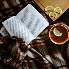 Bom dia :) .  Credits to @matveeva_vesna .  #book #reading #ilovebooks #bookworm #bookstagram #reader #booklover #книголюб #vscobook #bookaholic #instabook #bookphotography #cozy #tea #lemon