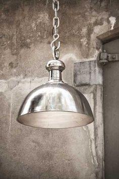 Rough aluminium lamp bowl L - PTMD mooi te combineren met de lifestyle-interior True Elegance stoffen lijn.  Kijk op www.bellisimo.nu