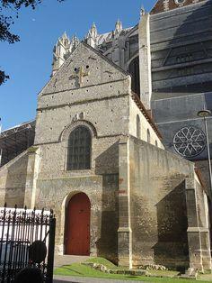 Eglise Notre-Dame de la Basse-Oeuvre - Beauvais (région Picardie) - facade ouest - l'égilse est accolée à la Cathédrale