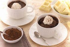 La mug cake è una golosa idea per una pausa dolce durante la giornata: una soffice torta al cioccolato fondente servita in tazza!