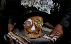 Descubra el Festival de Craneos de Bolivia. Visite nuestra página y sea parte de nuestra conversación: http://www.namnewsnetwork.org/v3/spanish/index.php #nnn #bernama #malasia #malaysia #festival #cultura #culture #curiosidades #news #noticias #tradicion #tradition #lapaz #bolivia #suramerica #latinoamerica #southamerica