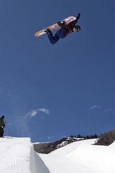 Perfect snowboarding photography      #snowboarding #sport #snow #blueprint  http://www.blueprinteyewear.com/