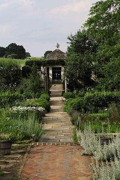 Bunny Mellon's Oak Spring Farm Estate Small Gardens, Outdoor Gardens, Bunny Mellon, Cement Garden, Garden Park, Beautiful Gardens, Beautiful Space, Simply Beautiful, Topiary