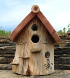 DIY bird houses, made of wood, gourds, coconut shells, thick plastic and carton paper dipped in corn flour solution