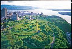 Plaines d'Abraham // Plains of Abraham //  Fleuve St-Laurent devant Québec.  Pointe de Lévis, l'Île d'Orléans et la chaîne de montagnes Les Laurentides.  #quebecregion