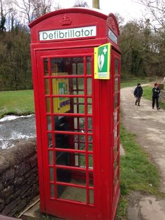 Have you seen one of these in your high street yet? Times are changing as phones get changed for defibrillators. Just don't try and make a call with it. Life Pictures, Cool Pictures, Funny Pictures, Uber Humor, Cool Iphone 6 Cases, Golden Days, Jukebox, Picture Photo, Britain