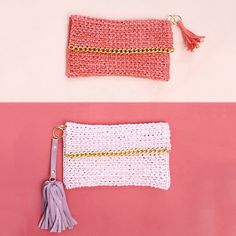 Crochet your own cute summer clutch from raffia! A shiny gold chain adds a little edge. Click for the free pattern.