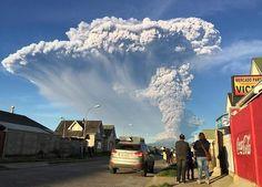 Más de 4.000 evacuados por la erupción del volcán Calbuco en el sur de Chile  http://w.abc.es/x3pvcn