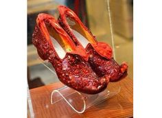 I bet Judy Garland did that movie ONLY for the shoes ;)