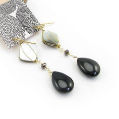 Elegant Shell and Black Natural Stone Drop Dangle Earrings