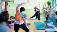 Hacer ejercicio con el bebe. Gimnasia con el portabebes