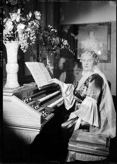 François Kollar, Princesse de Polignac jouant, photographie.