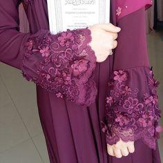 Ассалям аляйкум) Помните,те зеленые платья,которые закончились? Вот появились такие же,но только в бордовом цвете👍👀 Цена_ 4500₽ Abaya Fashion, Muslim Fashion, Modest Fashion, Fashion Dresses, Muslim Dress, Hijab Dress, Mode Abaya, Hijab Wedding Dresses, Abaya Designs