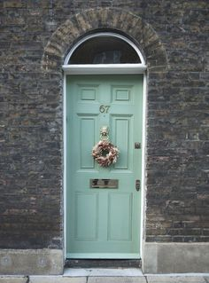 Knock, knock... we're #home! Love this front door look. http://www.ivillage.com/colorful-front-doors/7-a-529100#