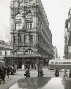 Former Town Hall Chamber, corner of Swanston Street and Little Collins Street #Melbourne c.1960s, demolished 1968