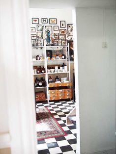 Mijn meest favoriete winkel in Amsterdam, the Otherist. Een schatkamer vol kunst en ingelijste vlinders en kevers.
