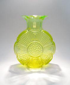 Amuletti 1732 Aladin, Tamara, Riihimäen Lasi Glass Design, Design Art, Crystal Glassware, Koti, Glass Collection, Retro, Aladdin, Scandinavian Design, Finland