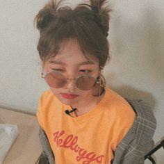 Red Valvet, Kim Yerim, Red Velvet Seulgi, Treat People With Kindness, Vintage Velvet, Kpop Aesthetic, Ulzzang Girl, Pretty People, Kpop Girls