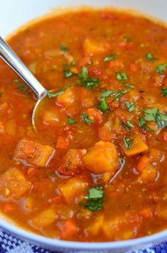Slimming Eats Spicy Sweet Potato, Red Pepper And Carrot Soup - Gluten Free, Dairy Free, Vegetarian, Paleo. Slimming World And Weight Watchers Friendly Red Pepper Soup, Stuffed Pepper Soup, Stuffed Peppers, Slimming World Soup Recipes, Clean Eating Snacks, Healthy Eating, Slow Cooker Recipes, Cooking Recipes, Vegetarian Recipes