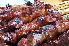 Een super lekker sateetje van chefkok Herman den Blijker. Makkelijk te maken en geschikt voor barbecue, grillplaat of grillpan. Deze staat ook op de lunchkaart...