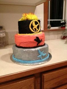 Hunger Games cake. Awesome! would love this!