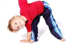 ¿Practica tu hijito la actividad física adecuada a su edad y el tiempo conveniente? #farmaciasarafibla #sientetebien #actividadfisicainfanciayadolescencia #bebesymadres #farmacia