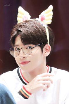 I apologize for saving too many pics of him. Its soft uwu hours. Daejeon, February 5, Mini Albums, Taehyung, Minis, Idol, Wattpad, Entertaining, Humor