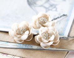 Beige+Blumen+Haar,+Haarschmuck,+Blumen,+Haar+Blume+von+Arsiart+auf+DaWanda.com